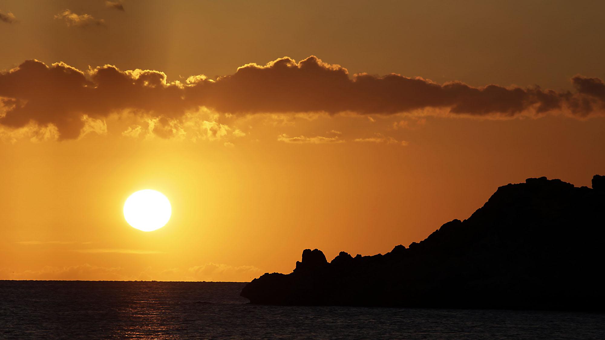 sunset cala dhort