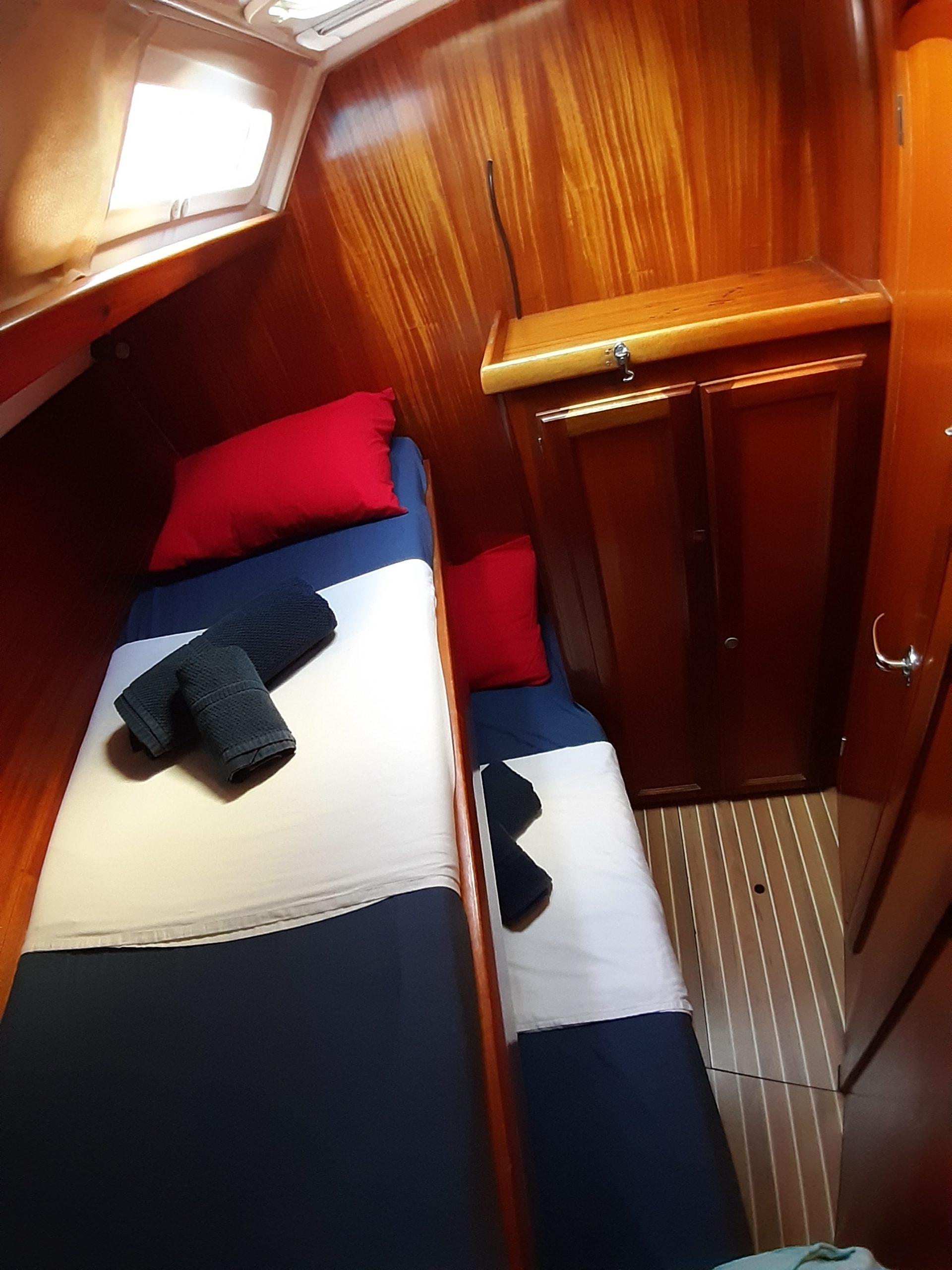 interior velero alquiler Ibiza y Formentera