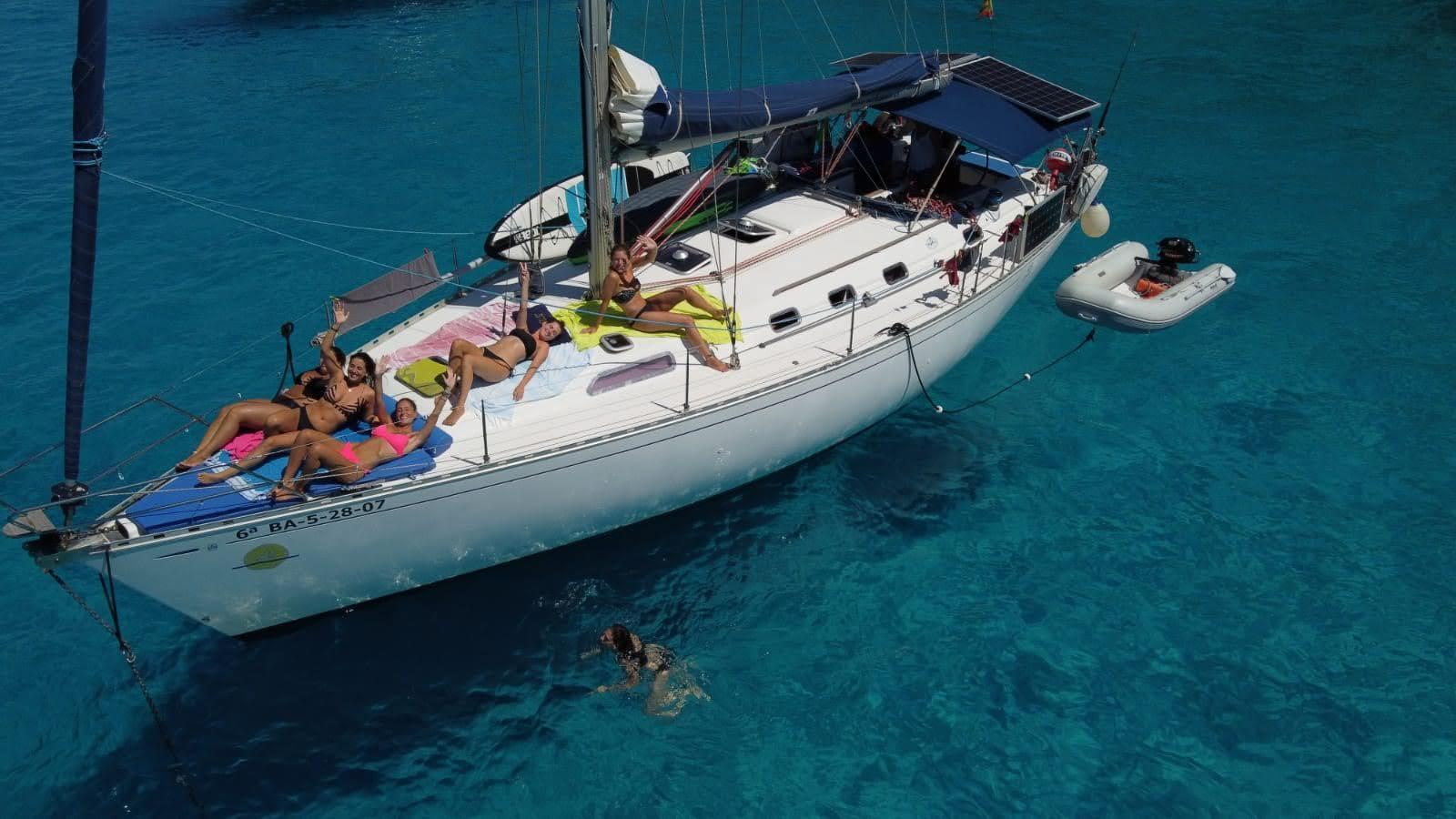 fondeo en Formentera barco de alquiler