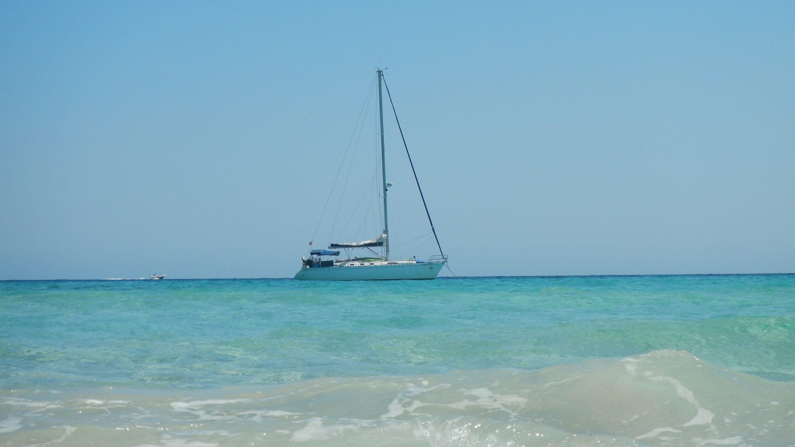 Fondeo velero en Illetas Formentera